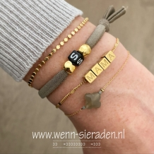 Armband met initialen taupe